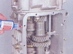 Обработка фиксирующим клеем резьбовых отверстий