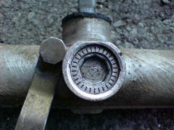 Специальный восьмигранный ключ для разборки механизма упора