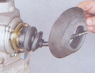 Снятие муфты с шаровой опоры рычага