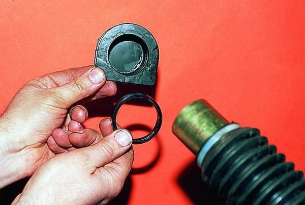 Распорное кольцо и опора рейки