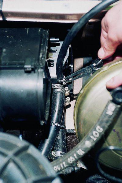 Снятие патрубков печки для обогрева салона