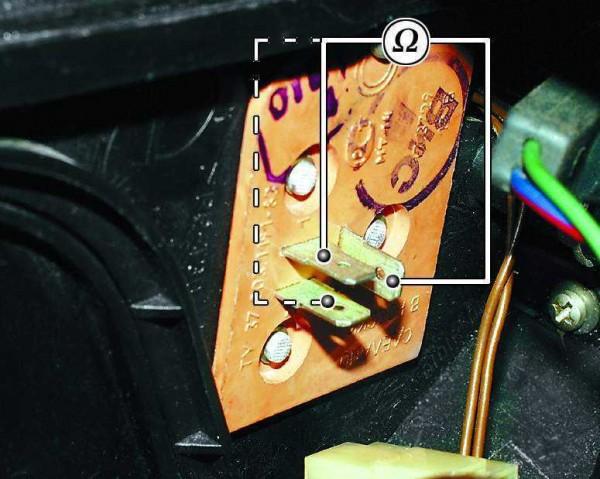 Поочередное подключение омметра к контактам резистора