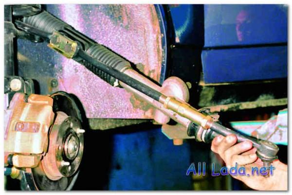 Рулевой  механизм  с  рулевыми  тягами