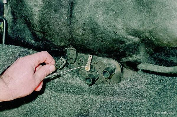 video zamena radiatora pechki na vaz 2114 600x396 - Замена радиатора печки ваз 2114 своими руками - полезные советы