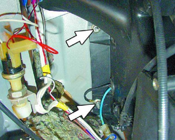 zameny radiatora pechki na vaz 2114 600x479 - Замена радиатора печки ваз 2114 своими руками - полезные советы