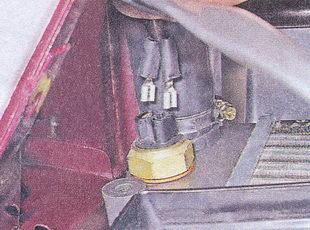 Снимаем наконечники проводов с контролера вентилятора