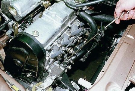 Проверка уровня масла в двигателе авто ВАЗ 2112