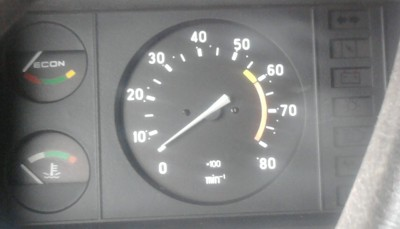 Слева внизу вы видите индикатор нагрева жидкости в системе охлаждения