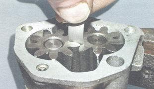 Измерение зазора между зубьями шестерен
