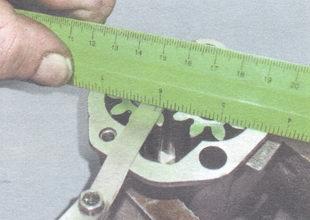 Определение зазора между линейкой и торцом шестерни