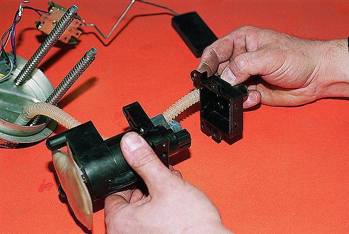 Фото №1 - замена датчика топлива ВАЗ 2110