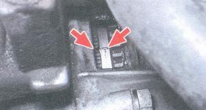 Шкала на корпусе сцепления и метка на маховике