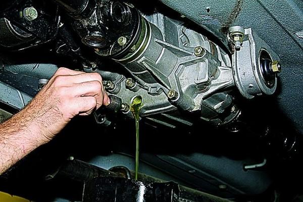Замена масла в КПП ВАЗ 21213