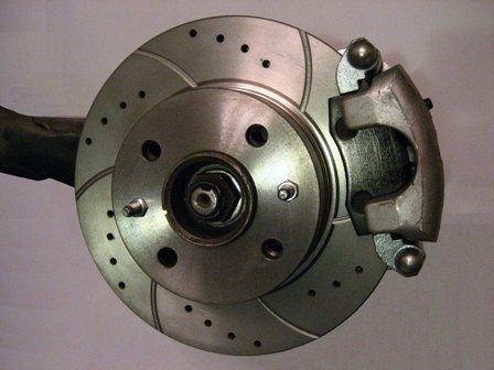 Установленные задние тормозные диски