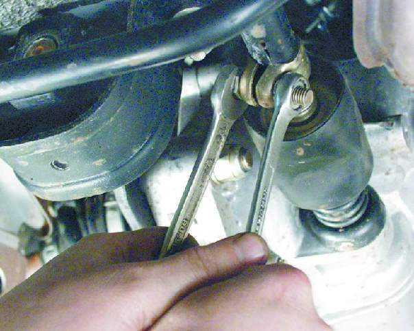 Фото №17 - почему болтается рычаг переключения передач на ВАЗ 2110