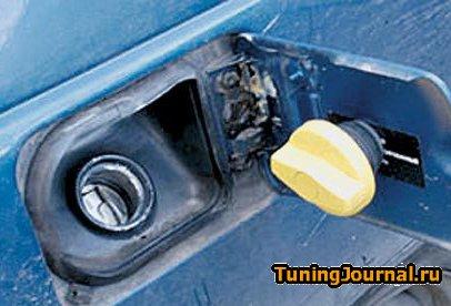 Крепление крышки бензобака ВАЗ 2112 с помощью магнита