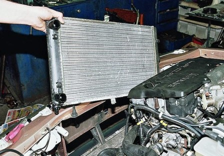 Радиатор автомобиля ВАЗ 2110