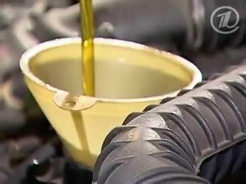 Заливаем свежее моторное масло