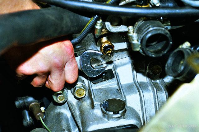 Ваз 2115 датчик температуры двигателя где находиться