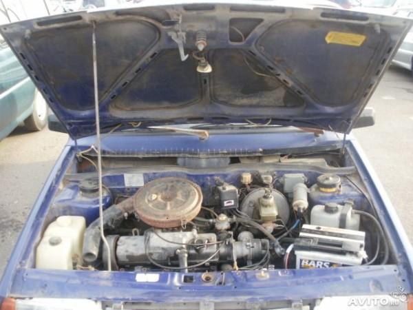 Двигатель в автомобиле ВАЗ 21093