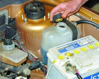 Замена бачка охлаждающей жидкости ваз 2110