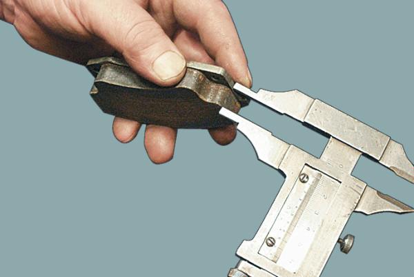 Фото измерения толщины фрикционной накладки