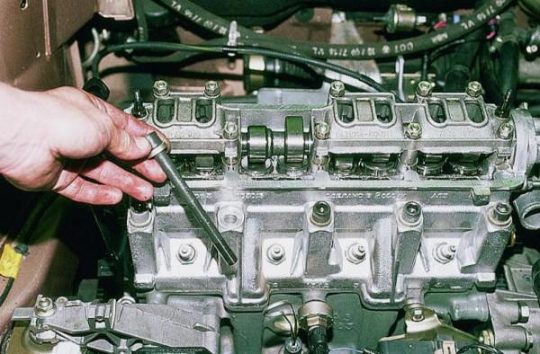 Двигатель автомобиля ВАЗ 2110