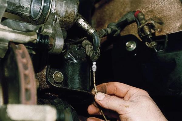 Установка передних колодок тормоза