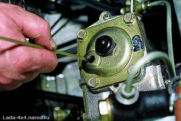 Контроль уровня масла в рулевом редукторе ВАЗ 2107