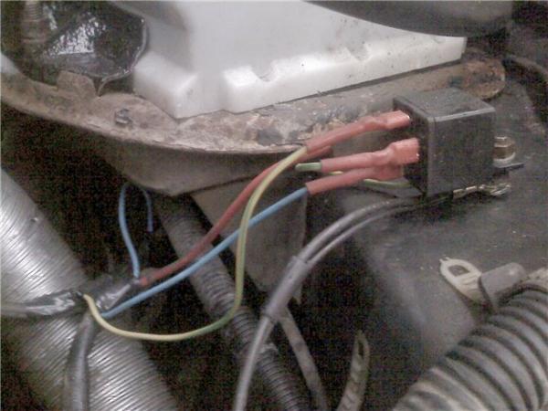 Фото №12 - где находится реле зарядки на ВАЗ 2110