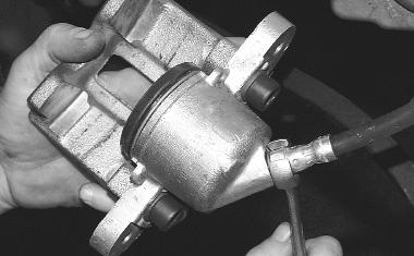 Тормозной цилиндр в сборе с суппортом