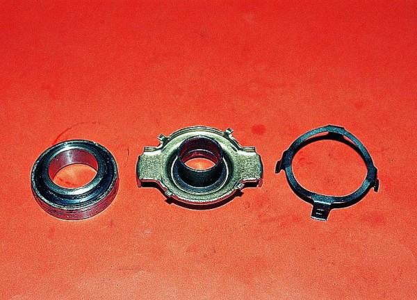 Выжимной подшипник, муфта и прижимное пружинное кольцо (с лева на право)