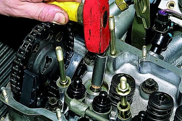 Замена маслоотражательных колпачков механизма газораспределения ВАЗ 21213