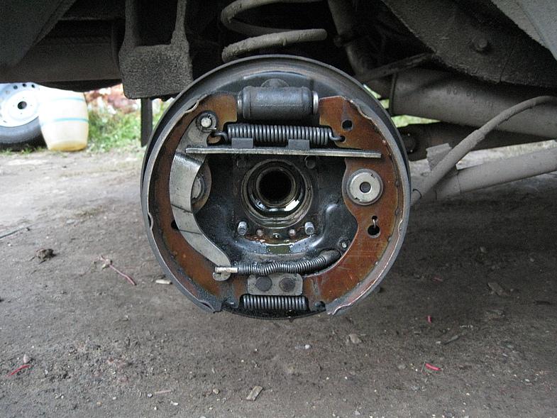 Фото №7 - замена задних тормозных колодок ВАЗ 2110