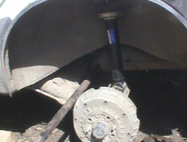Установка ломика для отжатия задней стойки ВАЗ 2110
