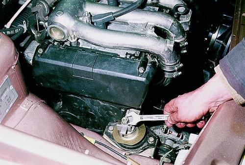 Установка правой подушки двигателя ВАЗ 2110