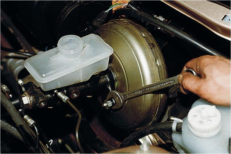 Фото №10 - замена главного тормозного цилиндра ВАЗ 2110