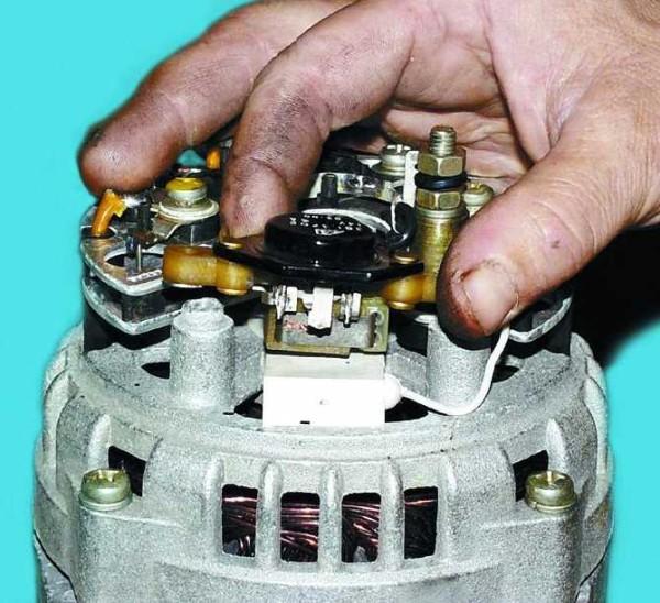 Ваз 2110 напряжение на генераторе