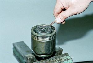 Вытаскивание стопорного кольца
