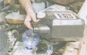 Заливка нового масла в авто ВАЗ