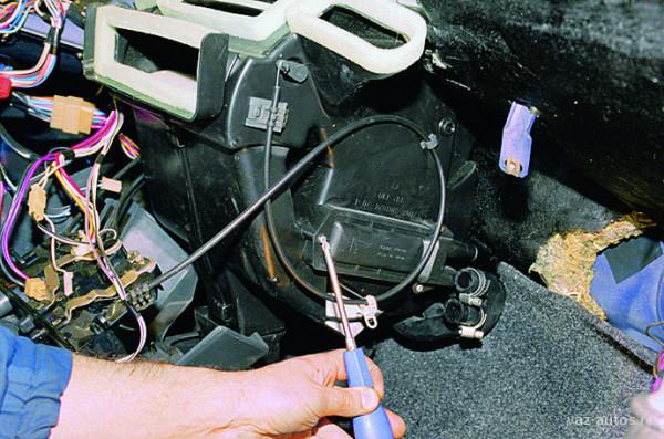 Снятие печки на автомобиле ВАЗ 2109