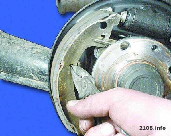 Замена колодок задних ВАЗ 2109