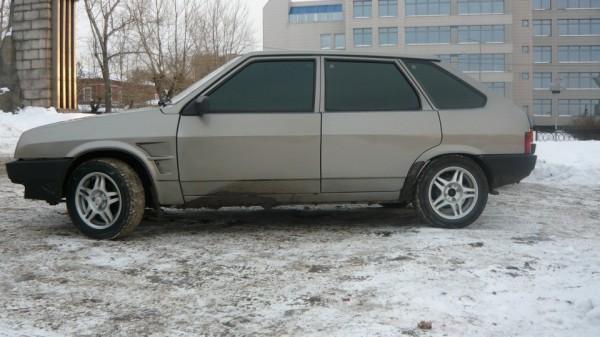 Автомобиль Ваз 2109 без ручек от двери