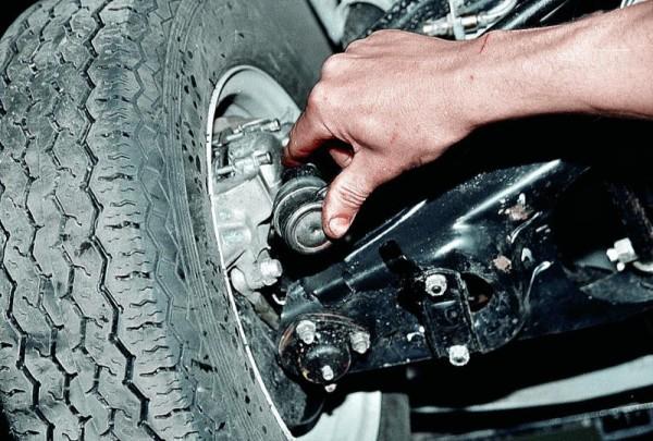 Шаровый шарнир на рулевой тяге