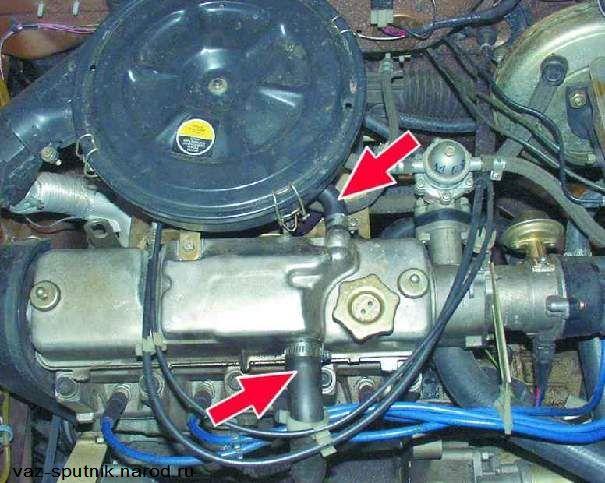 Проверка соединения шлангов на двигателе