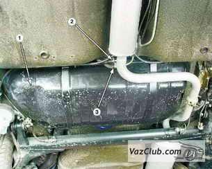 Бак ваз 2109 располагается под днищем машины, под задним сидением