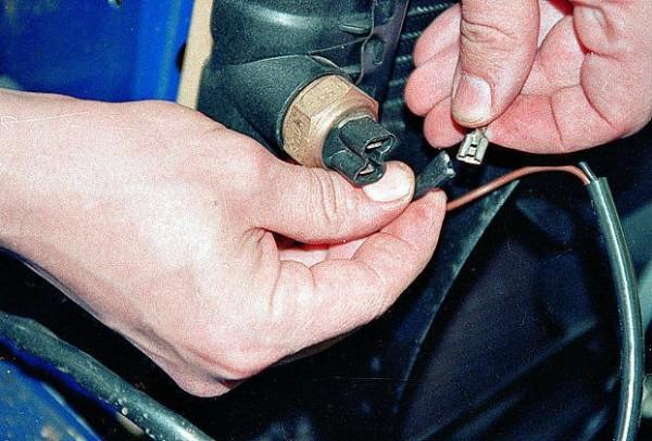Проверка датчика включения вентилятора и работы самого вентилятора