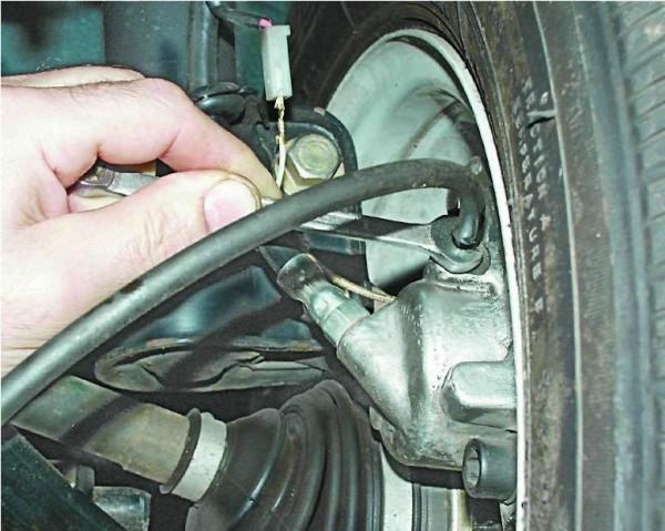 ВАЗ 2112 как прокачивать тормоза