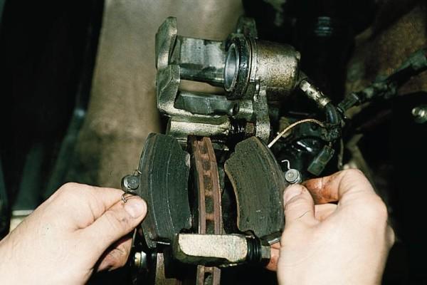 Замена тормозных колодок ВАЗ 21124