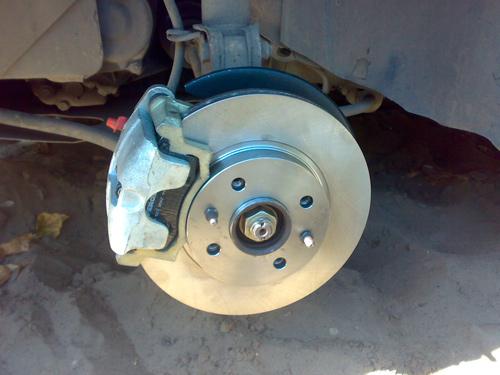 Передний диск тормозной ВАЗ с колодками и суппортом